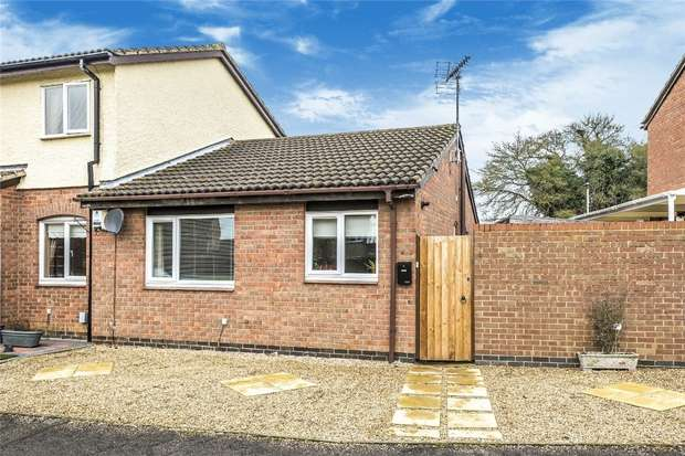 2 Bedrooms Terraced Bungalow for sale in Twinwood Road, Clapham, Bedford