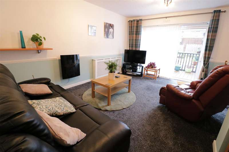 3 Bedrooms Semi Detached House for sale in Farm Drive, Tilehurst, Reading