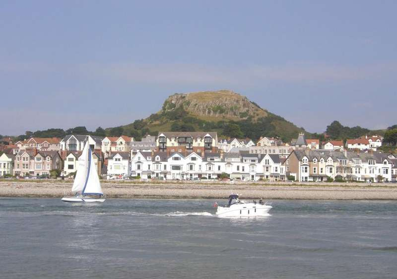 3 Bedrooms Terraced House for sale in Marine Crescent, Deganwy LL31