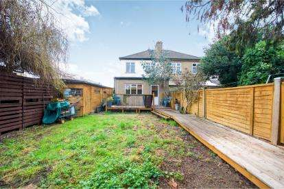 3 Bedrooms Semi Detached House for sale in Amersham Avenue, London