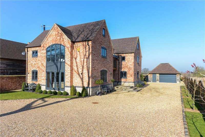 6 Bedrooms Detached House for sale in Earls Common Road, Stock Green, Redditch, Worcestershire, B96