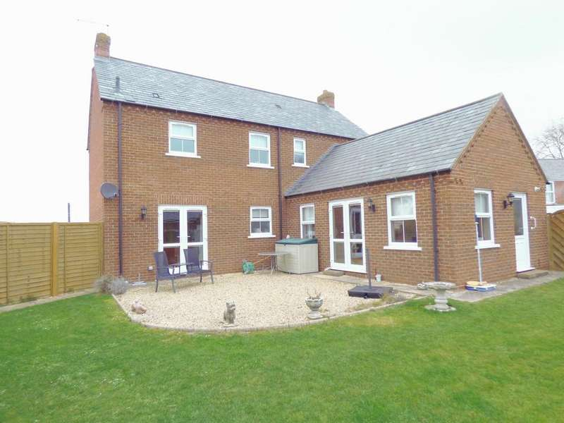 5 Bedrooms Detached House for sale in Milestone Lane, Pinchbeck