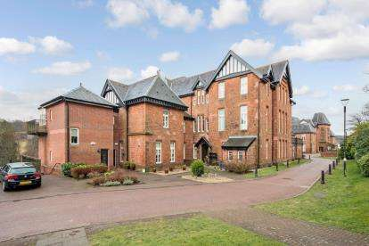 3 Bedrooms Flat for sale in Laurel Way, The Grange