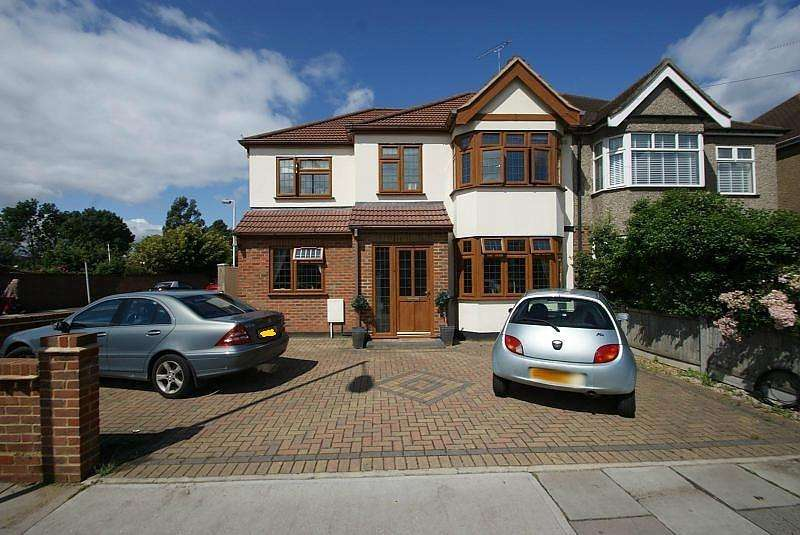4 Bedrooms Semi Detached House for sale in Suttons Lane, Hornchurch, Essex, RM12