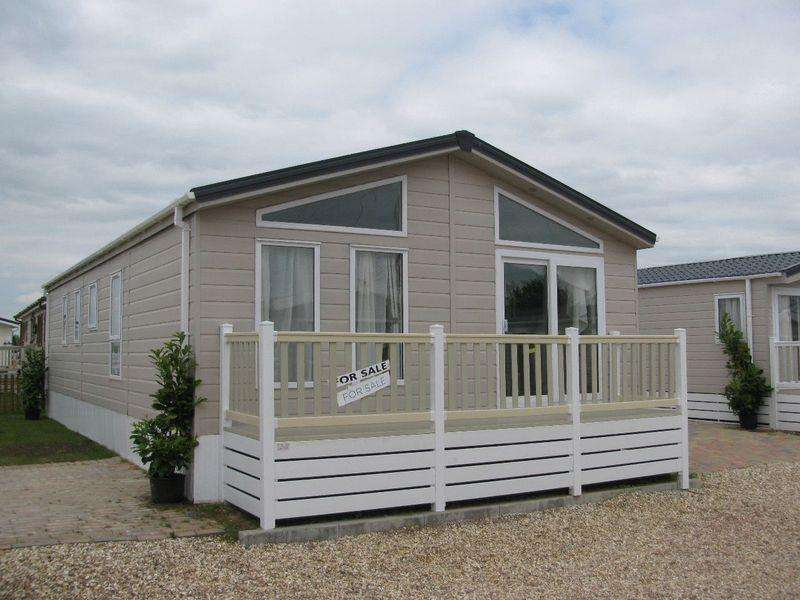 2 Bedrooms Park Home Mobile Home for sale in Tewkesbury Road, Gloucester