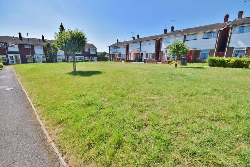 3 Bedrooms Semi Detached House for sale in Fabian Close, Basingstoke, RG21