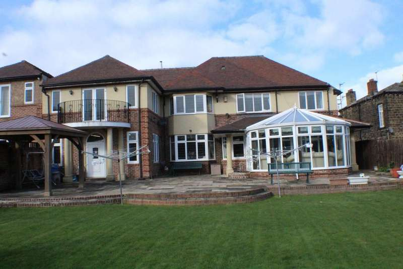 7 Bedrooms Detached House for sale in Thorncliffe Road, Batley