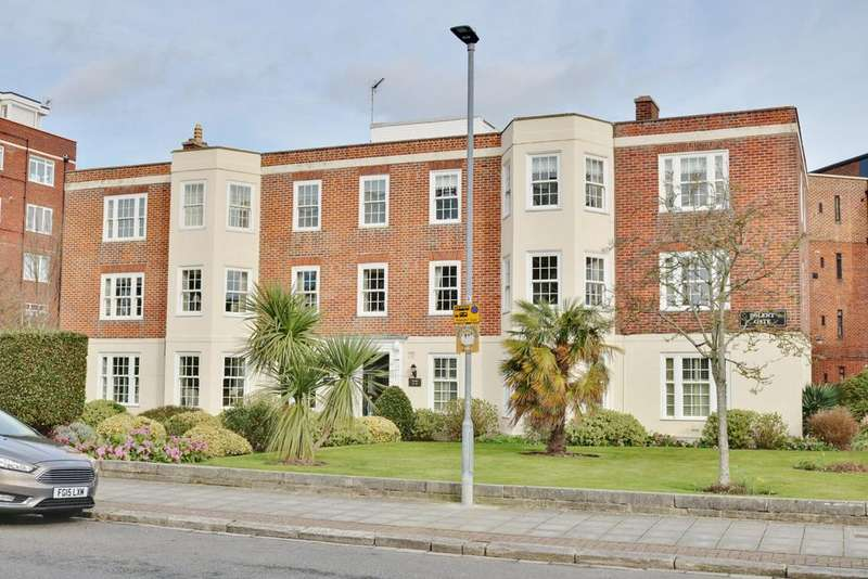 3 Bedrooms Apartment Flat for sale in Craneswater Park, Southsea