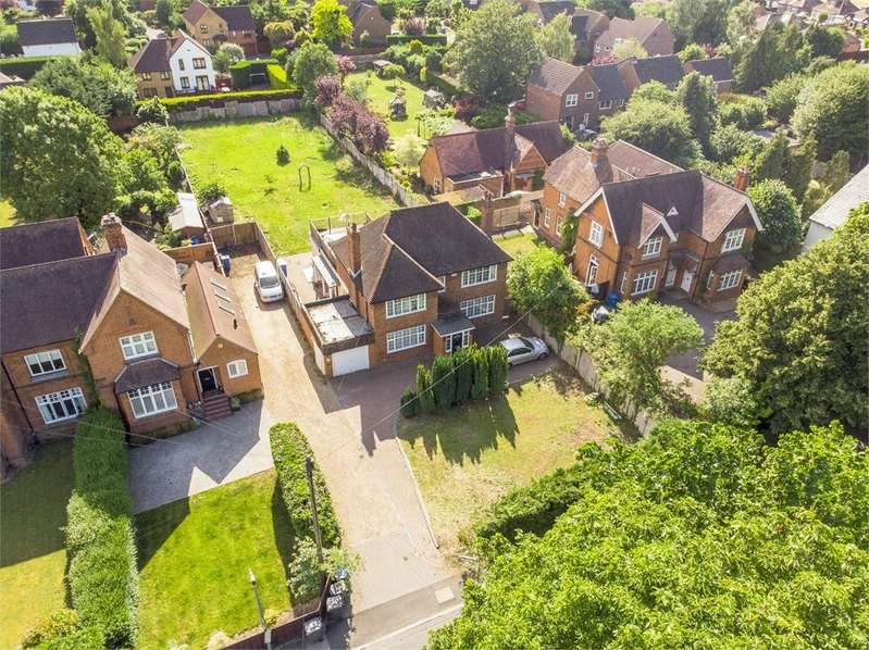4 Bedrooms Detached House for sale in Slough Road, Datchet, Berkshire