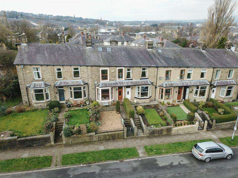 4 Bedrooms Terraced House for sale in Woodgrove Road, Burnley