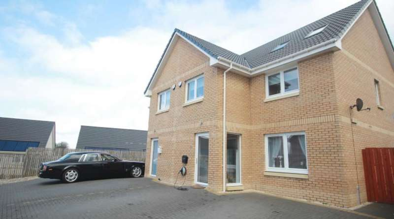 4 Bedrooms Semi Detached House for sale in Drummore Avenue , Carnbroe