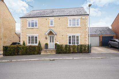 4 Bedrooms Detached House for sale in Desert Orchid Road, Prestbury, Cheltenham, Gloucestershire
