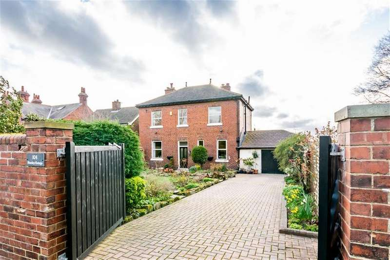 4 Bedrooms Detached House for sale in Manygates Lane, WAKEFIELD, WF2