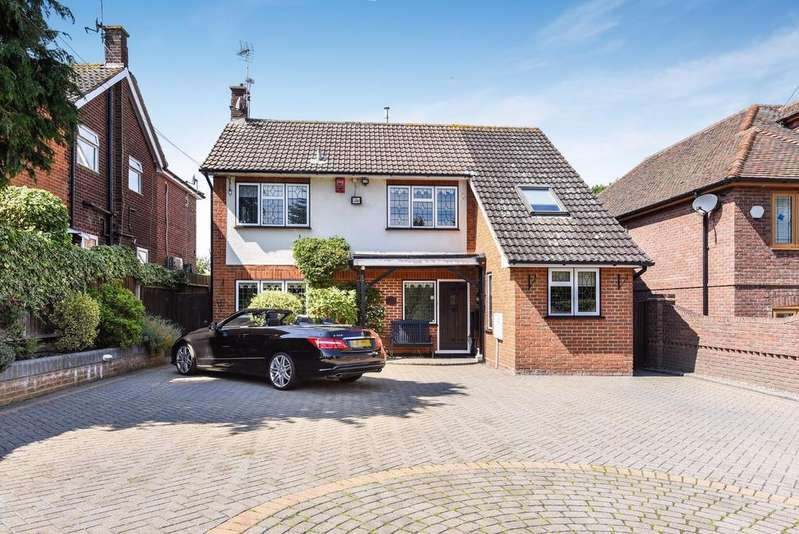 4 Bedrooms Detached House for sale in Hoe Lane, Abridge, Romford