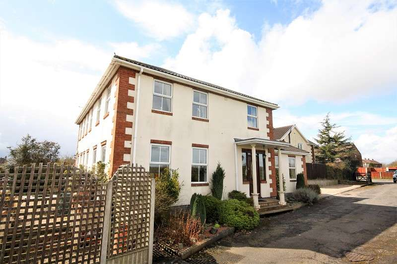 4 Bedrooms Detached House for sale in Wyatts Way, Ansley, Nuneaton, Warwickshire. CV10 9PY