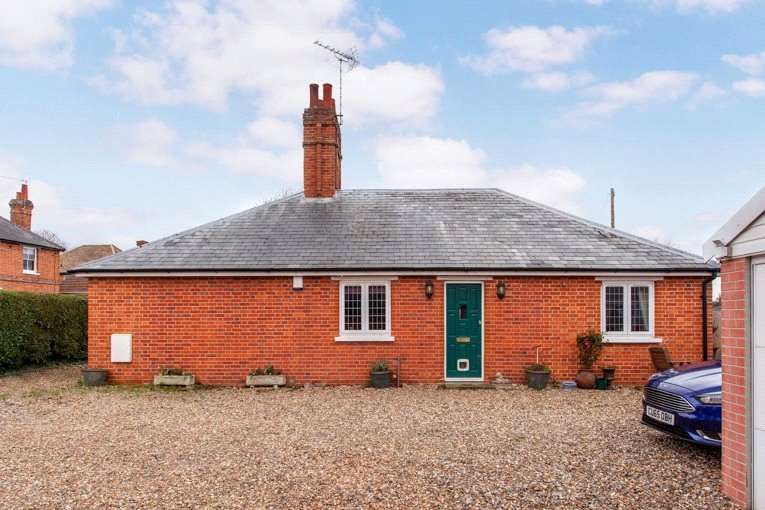 2 Bedrooms Detached Bungalow for sale in Waltham Road, White Waltham, Berkshire, SL6