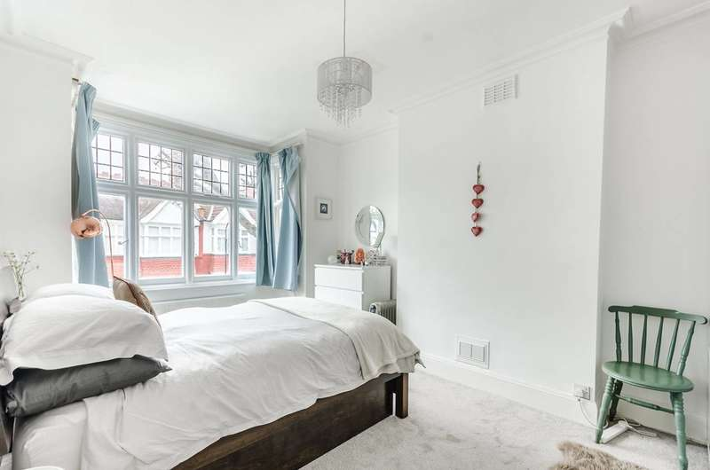 3 Bedrooms Terraced House for sale in Silverton Road, Crabtree Estate, W6