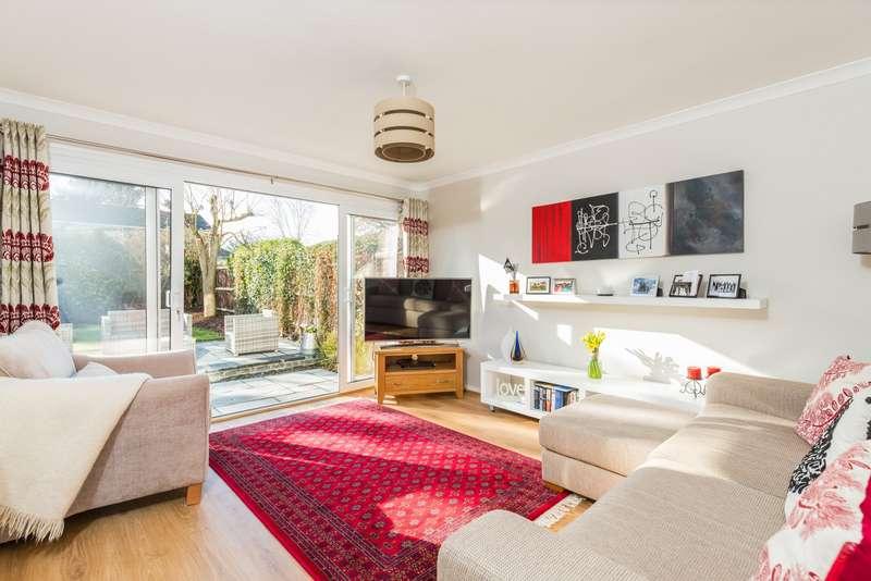 3 Bedrooms End Of Terrace House for sale in Frensham Walk, Farnham Common, SL2