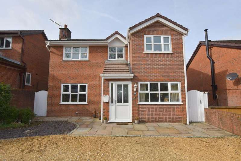 5 Bedrooms Detached House for sale in Wharncliffe Close, Hadfield, Glossop