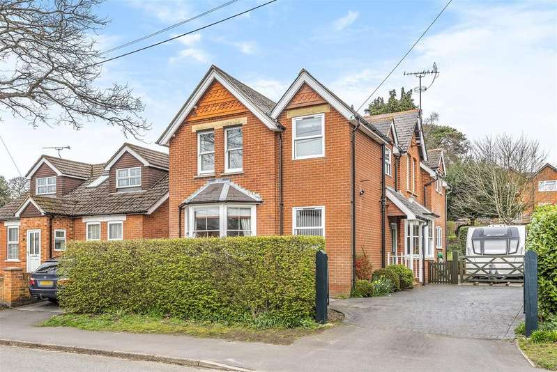 4 Bedrooms Detached House for sale in Wellington Road, Crowthorne, Berkshire, RG45 7LJ