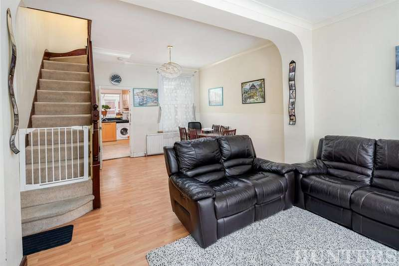 2 Bedrooms Terraced House for sale in Cissbury Road, London, N15