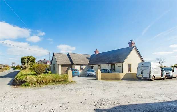 5 Bedrooms Detached Bungalow for sale in Arosfa, Hermon, Glogue, Pembrokeshire