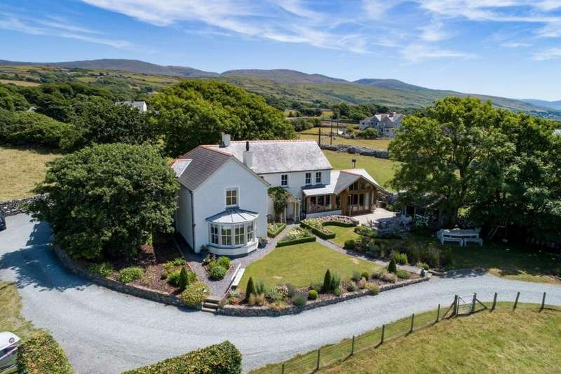 5 Bedrooms Detached House for sale in Llechryd, Ffordd Glan Y Mor, Talybont, LL43 2AR