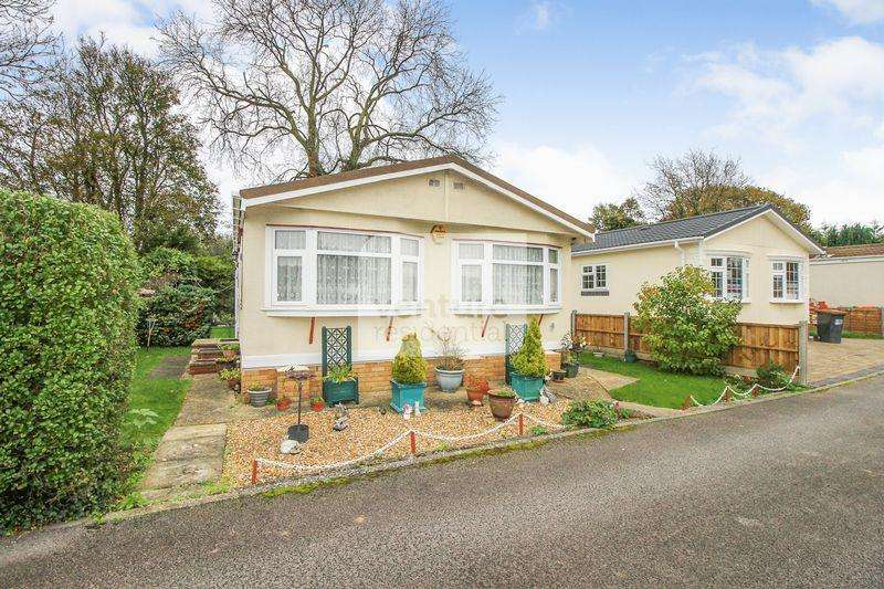 1 Bedroom Mobile Home for sale in Manor Road, Caddington