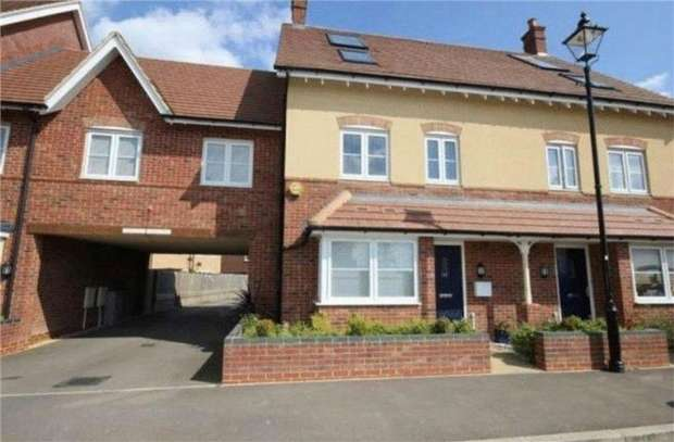 4 Bedrooms Terraced House for sale in Hilton Close, Kempston