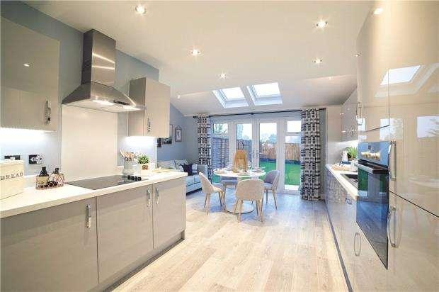 3 Bedrooms Semi Detached House for sale in Sandhurst Gardens, High Street, Sandhurst