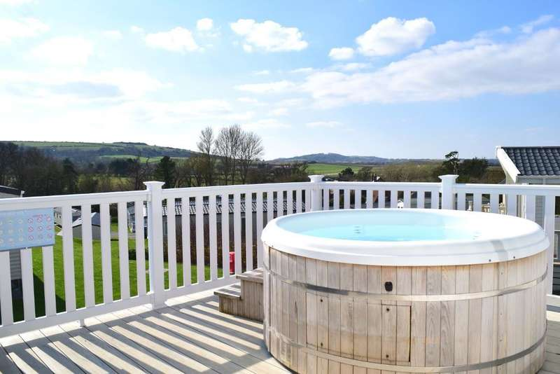 3 Bedrooms Mobile Home for sale in Whitecliff Bay, Bembridge, Isle of Wight, PO35 5PL