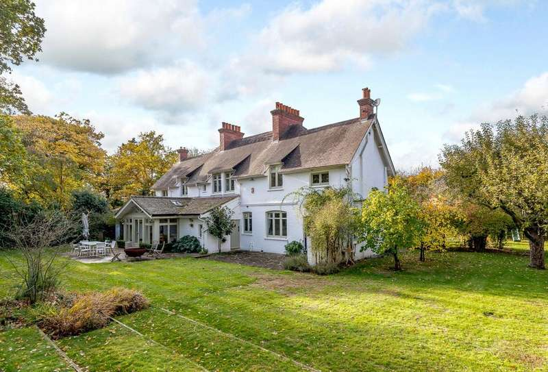 5 Bedrooms Detached House for sale in Coopers Hill Lane, Englefield Green, Egham, Surrey, TW20