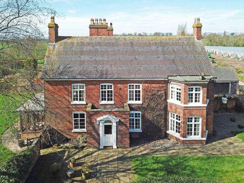 5 Bedrooms Detached House for sale in Dunston Heath, Dunston, Staffordshire