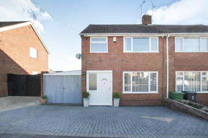 3 Bedrooms Semi Detached House for sale in Holmscroft Road, Luton, Bedfordshire