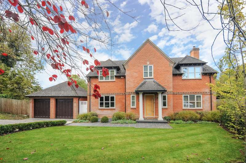 4 Bedrooms Detached House for sale in Dewe Lane, Burghfield, Reading, RG30