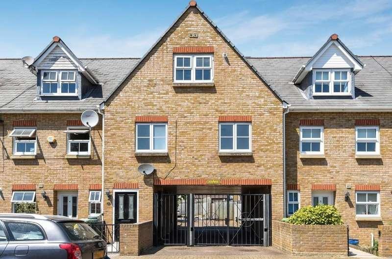 3 Bedrooms Maisonette Flat for sale in Dorset Road, London SE9