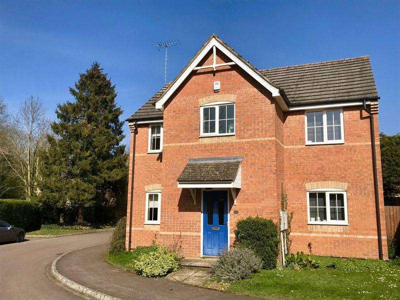4 Bedrooms Detached House for sale in Detached Family Home, Caddington