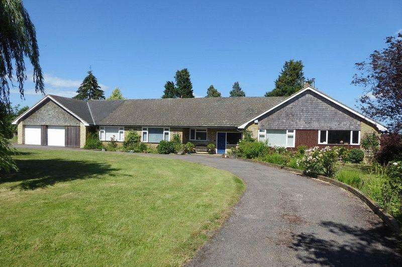 5 Bedrooms Detached House for sale in Scabharbour Road, Hildenborough