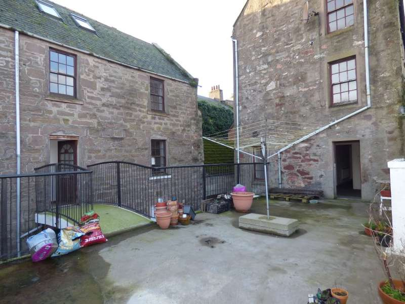 3 Bedrooms Town House for sale in 45E, High Street, Montrose, Angus