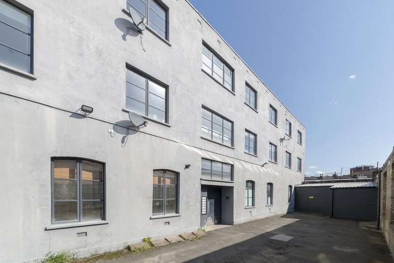 2 Bedrooms Apartment Flat for sale in Sternhall Lane, SE15