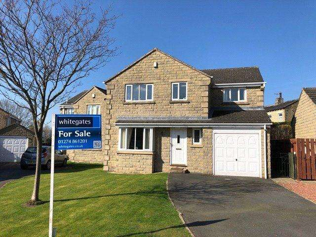 4 Bedrooms Detached House for sale in Spinners Way, Scholes, Cleckheaton, BD19