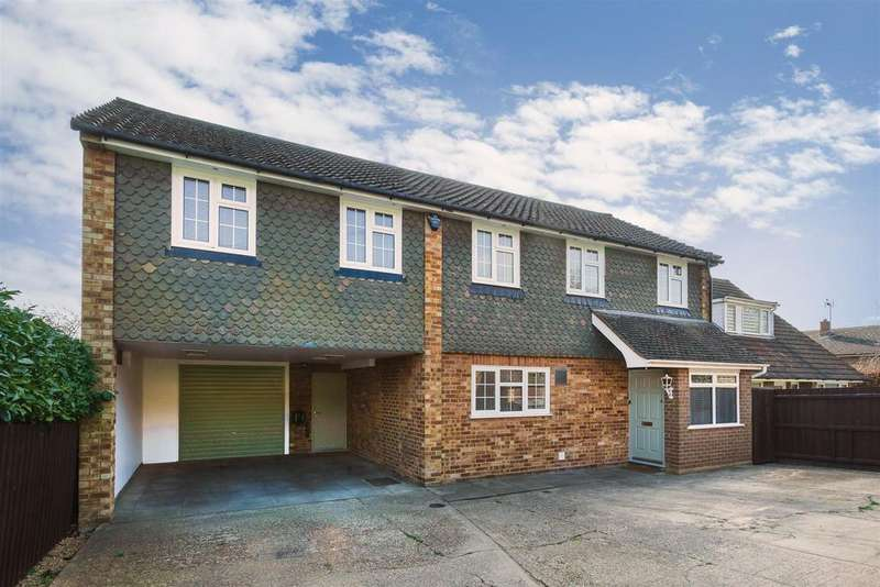 4 Bedrooms Detached House for sale in Heath End Road, Flackwell Heath