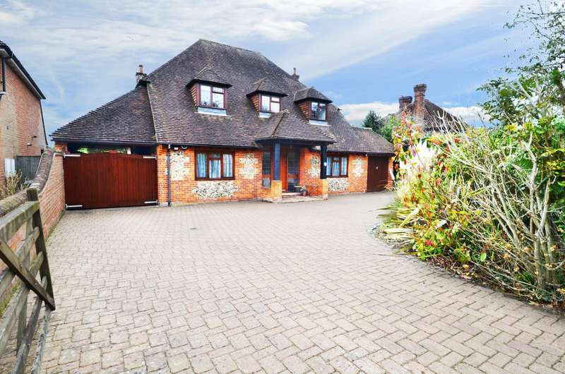 4 Bedrooms Detached House for sale in Fennels Way, Flackwell Heath, HP10