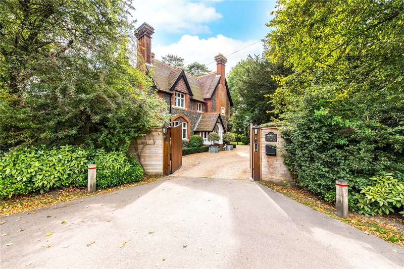 5 Bedrooms Detached House for sale in Langleybury, Kings Langley, Hertfordshire, WD4