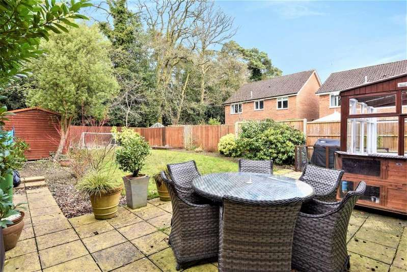 4 Bedrooms Detached House for sale in Groves Lea, Mortimer, RG7