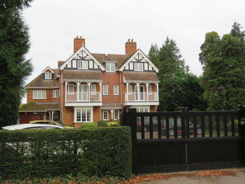 2 Bedrooms Apartment Flat for rent in COOKHAM - Walking Distance of The River Thames