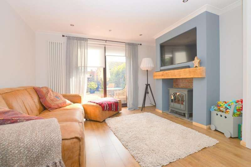 2 Bedrooms Terraced House for sale in Dovedale, Bushmead, Luton, LU2 7FQ