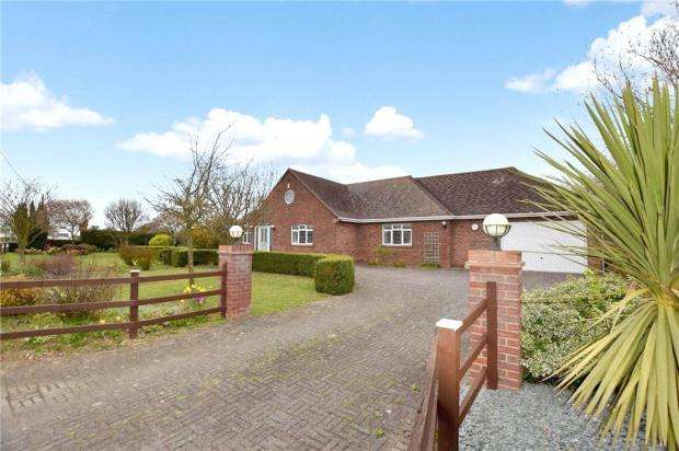 6 Bedrooms Detached Bungalow for sale in Harwich Road, Little Clacton, Clacton-on-Sea
