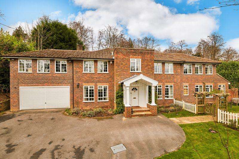 5 Bedrooms Detached House for sale in Stoatley Rise, Haslemere