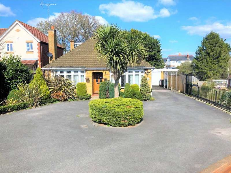 4 Bedrooms Bungalow for sale in Chichester Road, Tilehurst, Reading, Berkshire, RG30